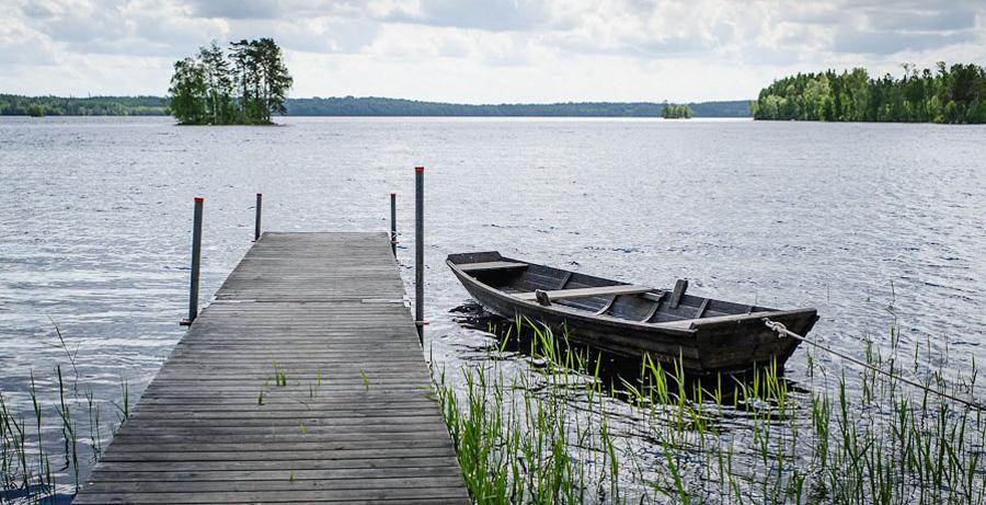 bröllopsfotograf Göteborg - miljö - brygga, sjö och båt