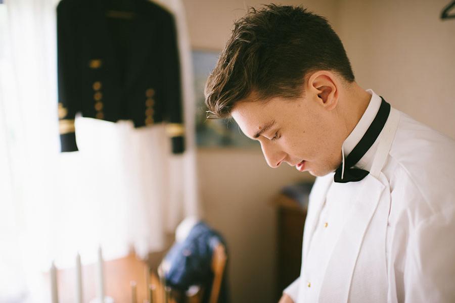 bröllopsfotografering Göteborg brudgummens påklädning