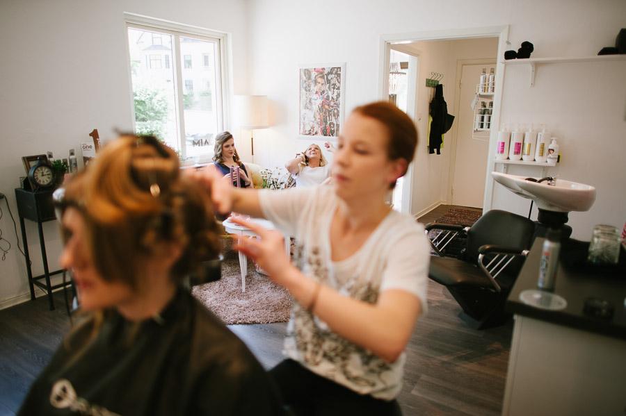 Bröllopsfotograf Borås - Hos frisören AIM