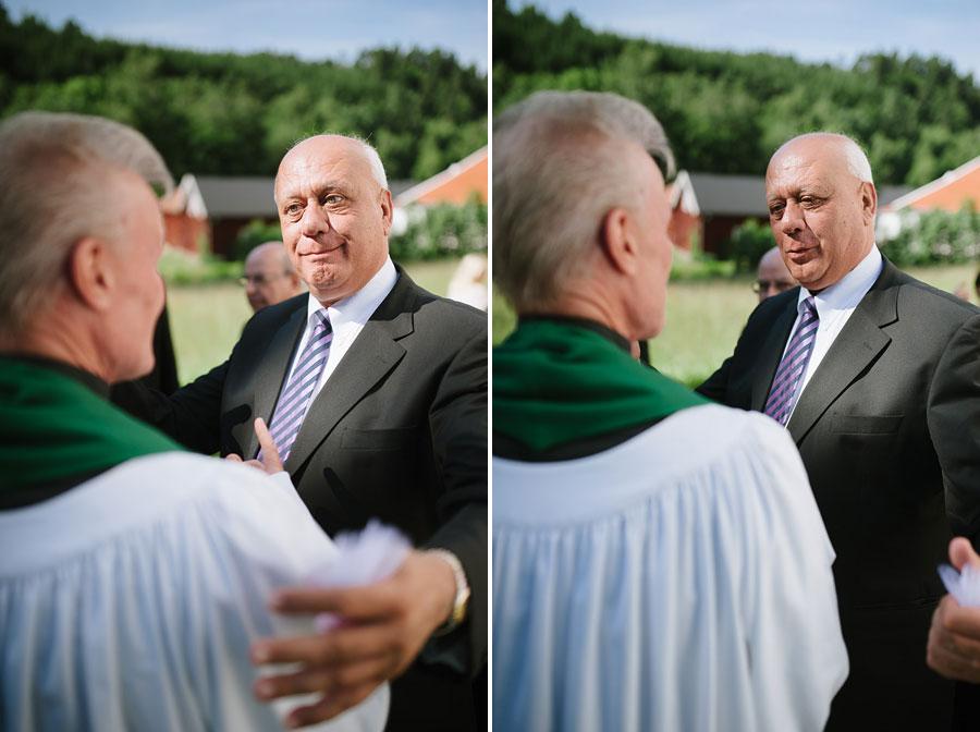 Bröllop Hyssna Gamla Kyrka - prästen krams