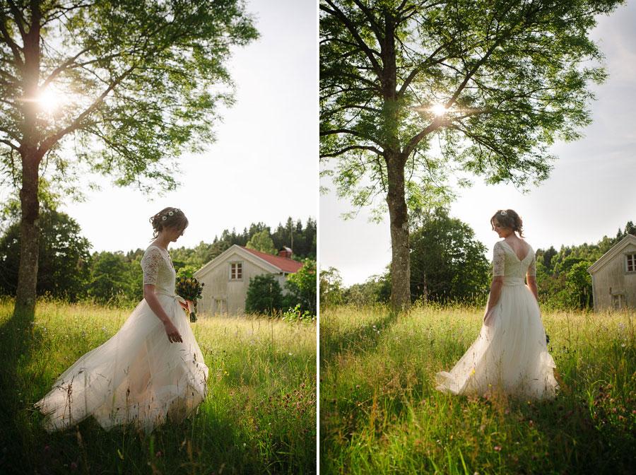 Bröllopsfoto. Porträtt i  motljus med brud på äng.