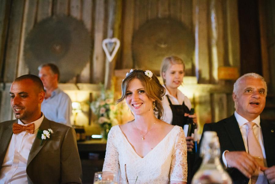 Bröllopsfoto Kvarnen i Hyssna - Bruden under middagen