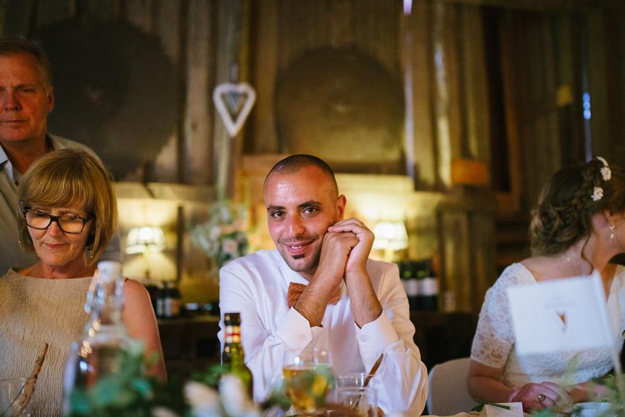 Bröllopsfoto Kvarnen i Hyssna - Brudgummen under middagen