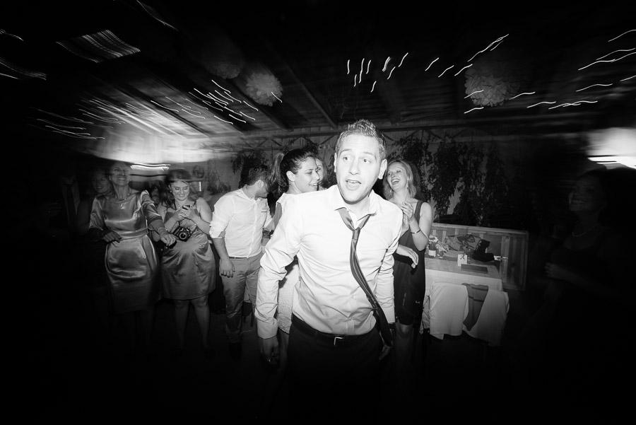 Bröllop Kvarnen i Hyssna - party på dansgolvet svartvitt