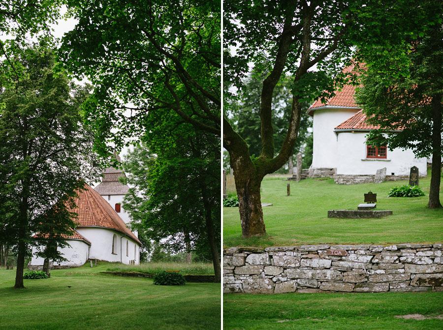 Emily och Firas provfotografering vid Hyssna Gamla Kyrka av bröllopsfotograf David Berg