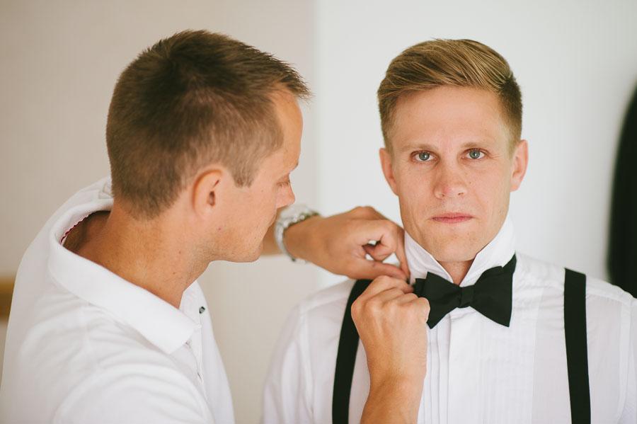 Bröllopsfotograf Backa Loge - förberedelser brudgum