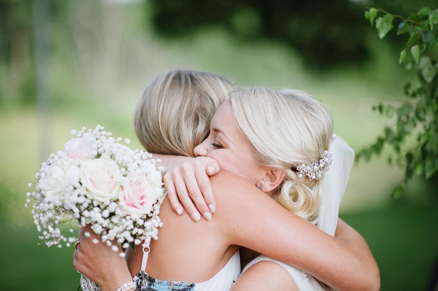 Bröllopsfotograf Kalv - gratulationer kram