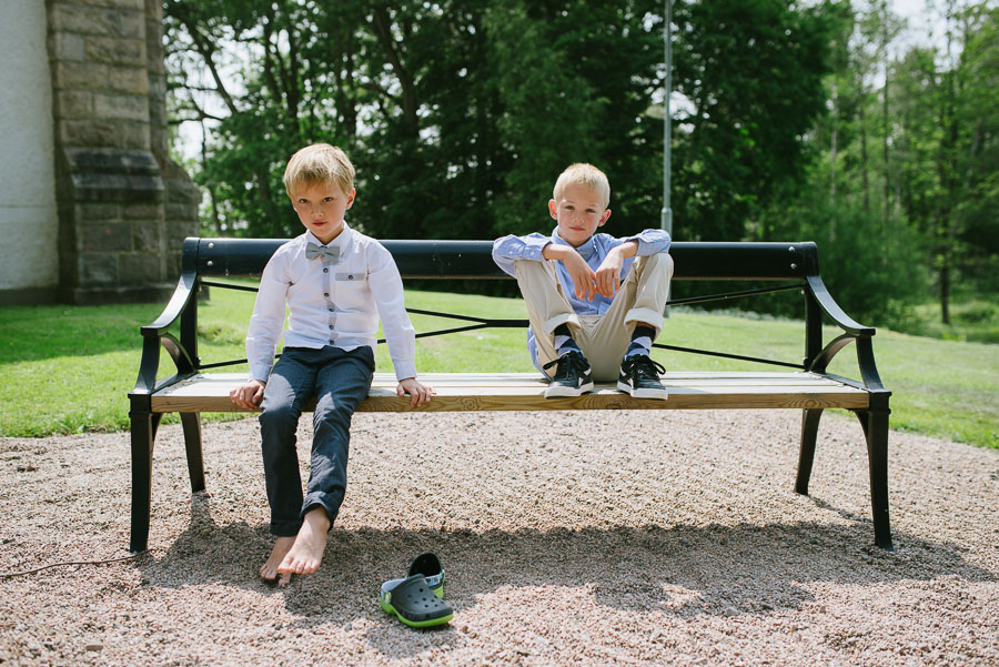 Bröllopsfotograf Kalv - barn på bänk