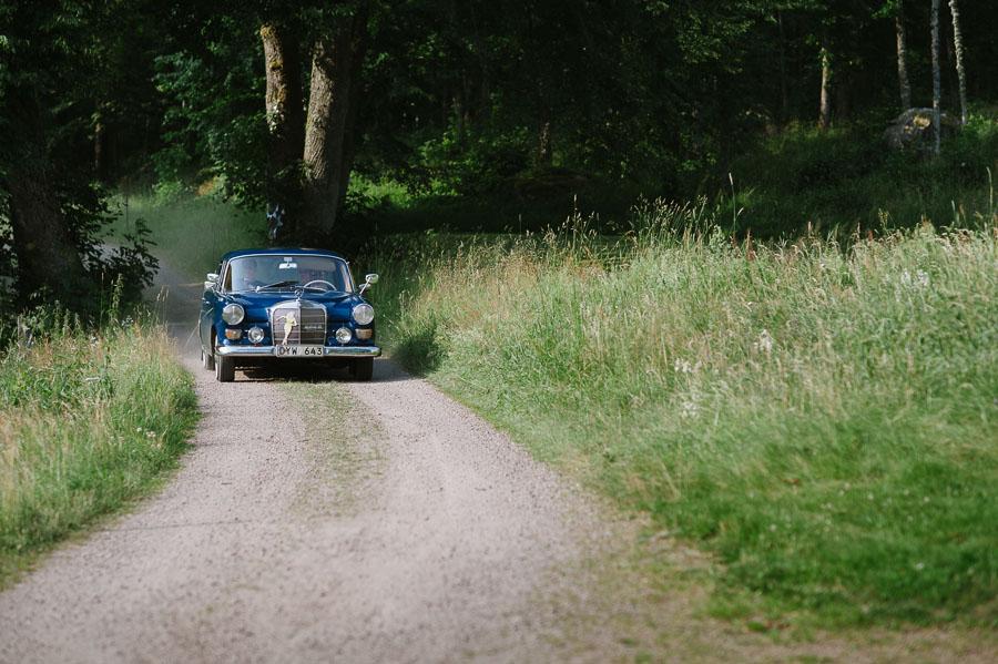 Bröllopsfotograf Backa Loge - brudparet bil