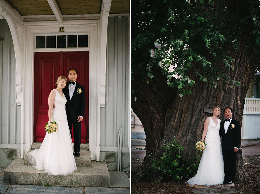 Bröllopsfotograf Marstrand. Porträtt under en balkong och vid silverpoppeln
