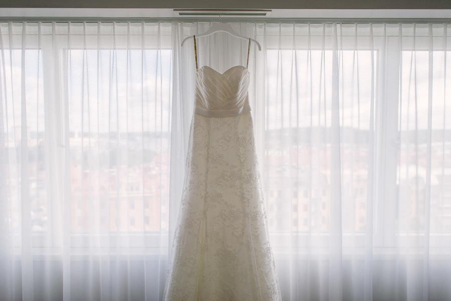 Fotograf Göteborg - Bröllopsklänning på Elite Park Avenue