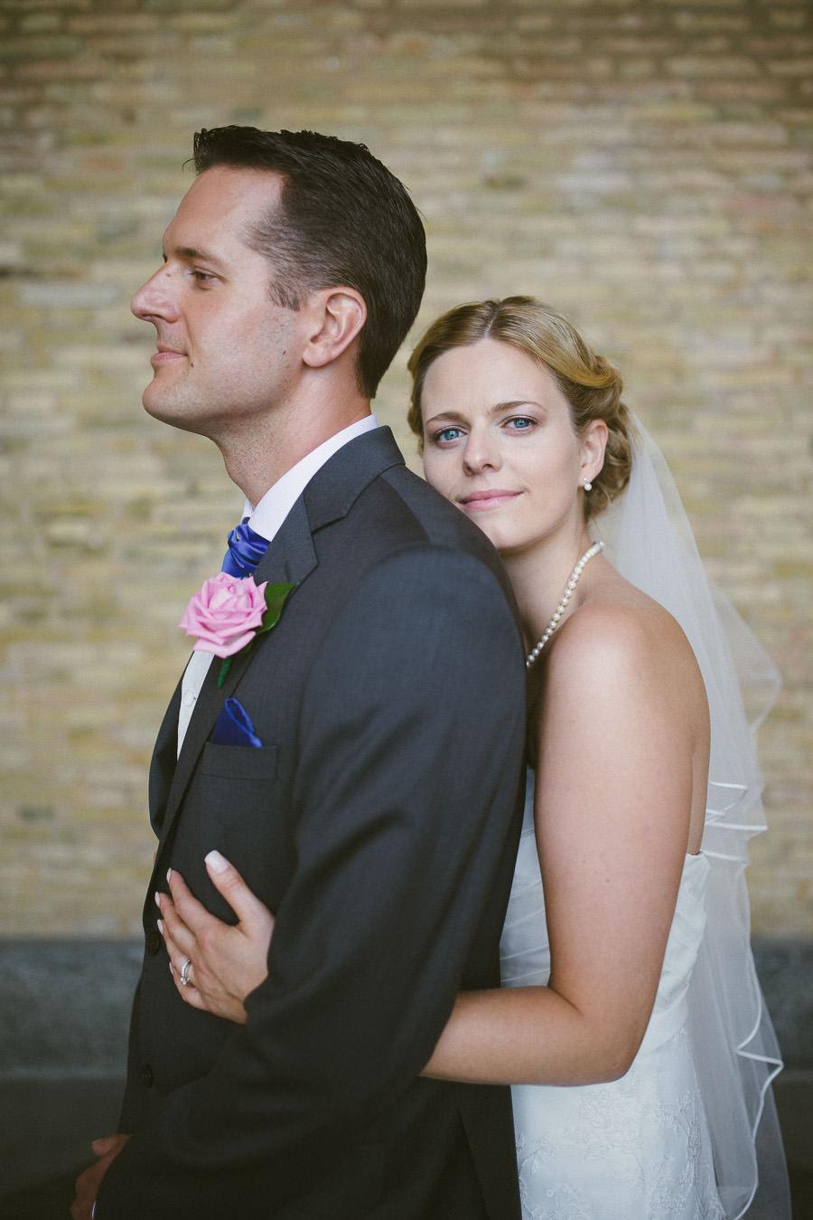 Bröllopsfotograf Göteborg - Porträtt på brudparet vid Götaplatsen vid Avenyn i Göteborg