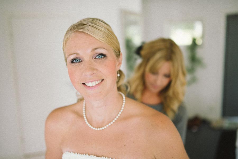 bröllopsfotograf fotojournalistisk Gråbo, Göteborg - förberedelser brud