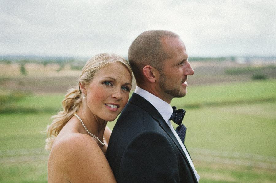 bröllopsfoto lantligt bröllop i Gråbo, Göteborg - porträtt, närbild