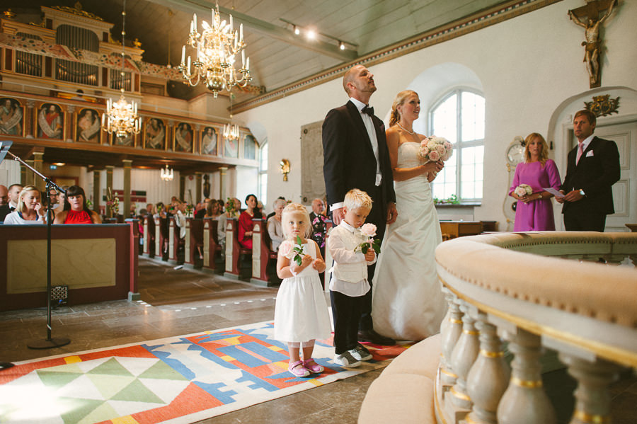 bröllopsfotograf Stora Lundby Kyrka Gråbo, Göteborg - vigsel med barn