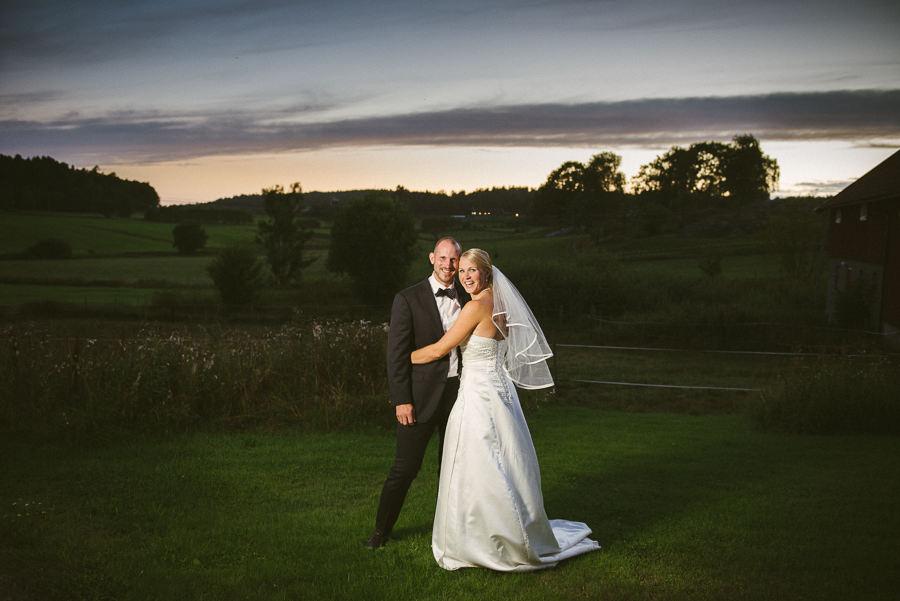 bröllopsfotograf Göteborg - bröllopsporträtt solnedgång blixt