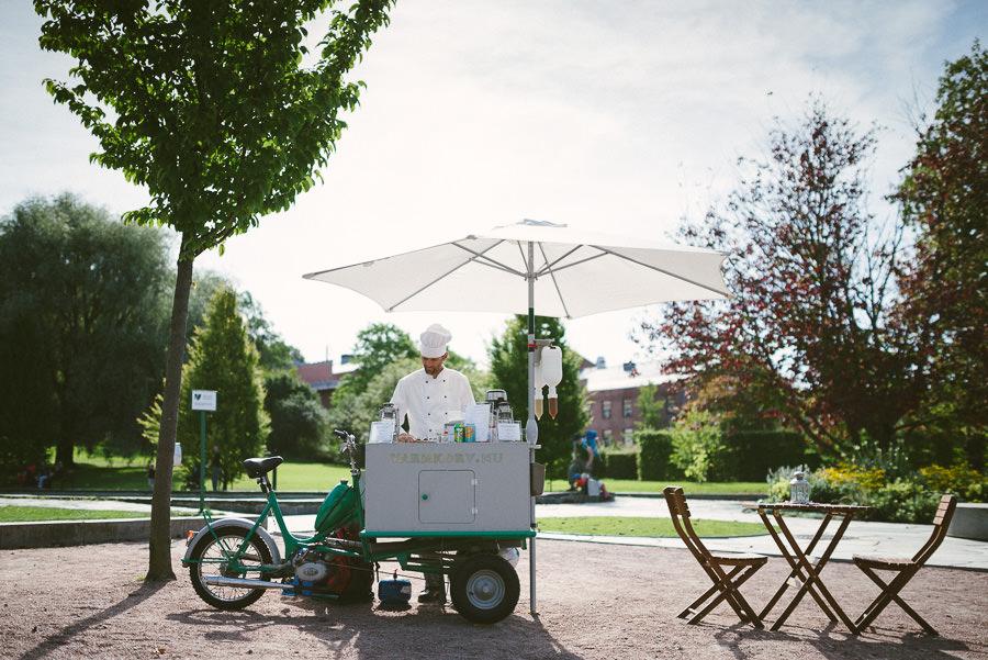 Bröllopsfoto i Botaniska Trädgården Göteborg - korvgubbe