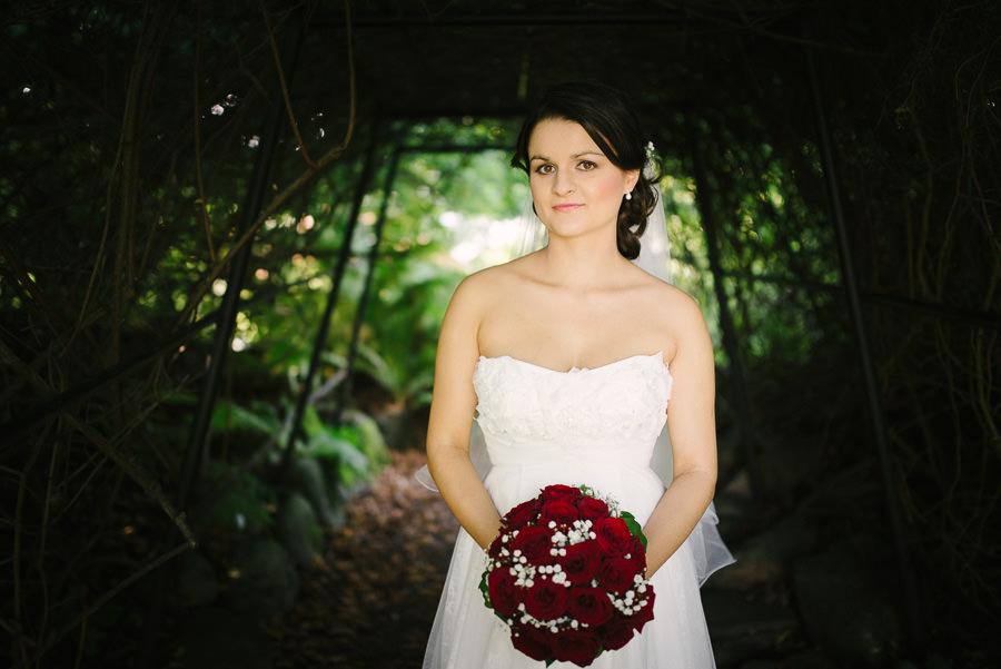 Fotograf  Göteborg. Bröllopsfoto i Botaniska - porträtt på brud