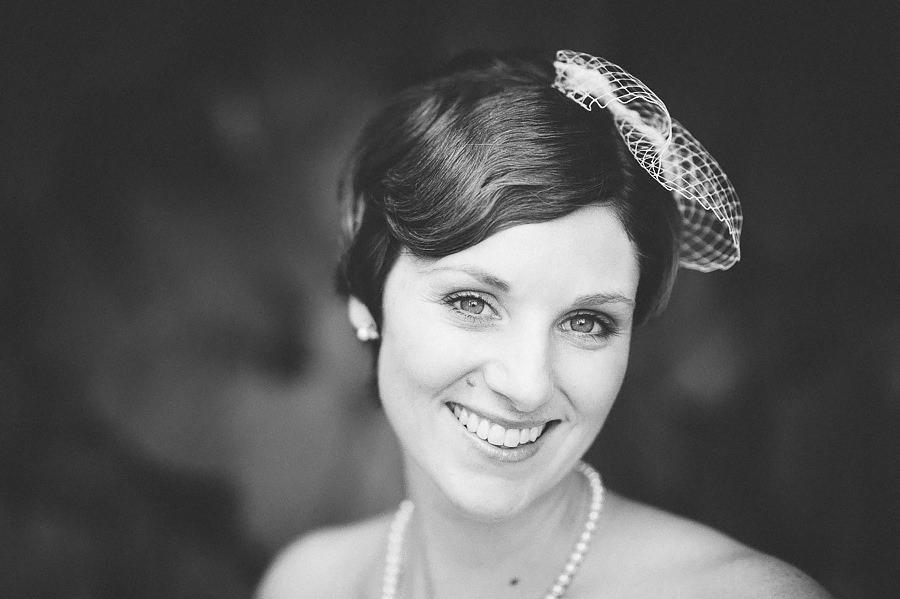 Brölllopsfotograf Eriksberg Göteborg - porträtt på bruden i svartvitt