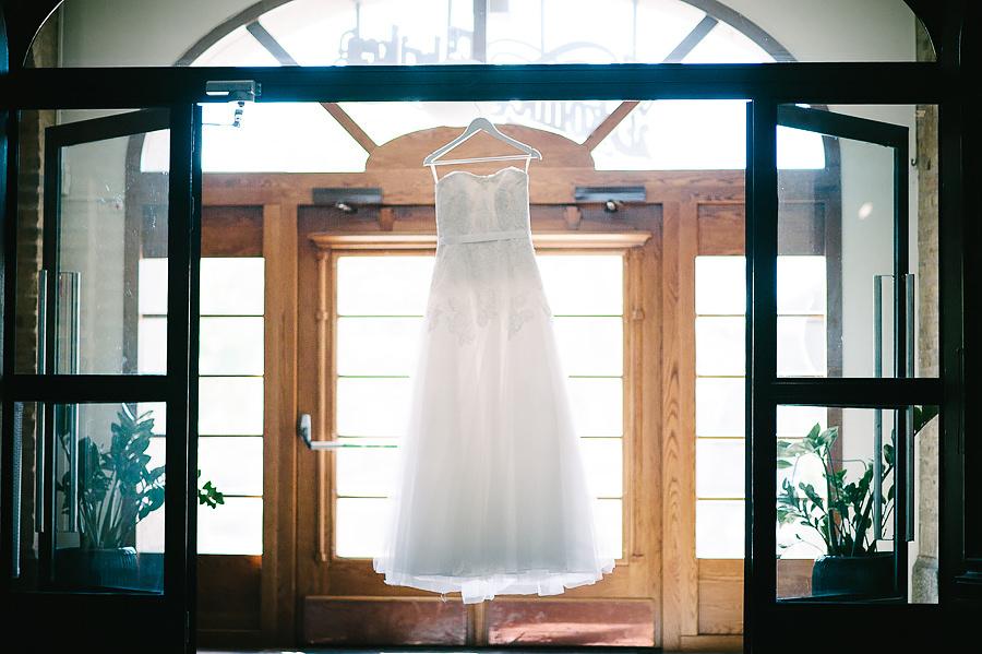 Bröllop på Skönhetsfabriken - brudklänning