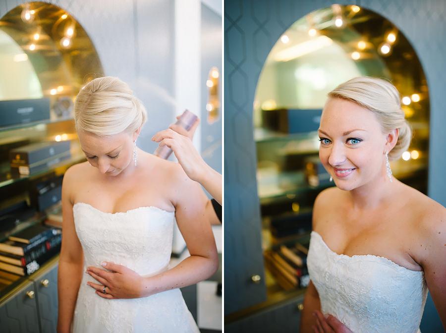 Fotograf Göteborg - bröllop bruden sminkar sig på Skönhetsfabriken