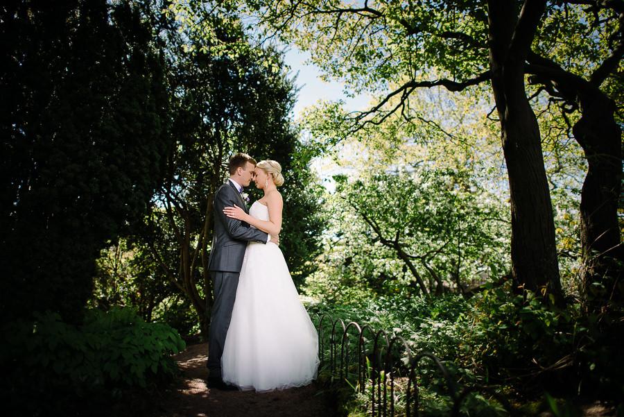 Bröllop i Trädgårdsföreningen Göteborg - porträtt i park