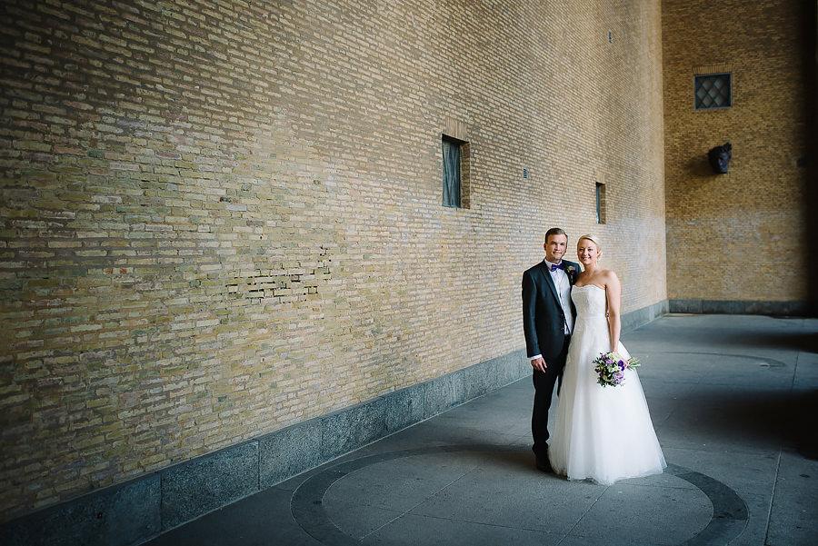Bröllopsfoto vid Götaplatsen i Göteborg - bröllopsporträtt