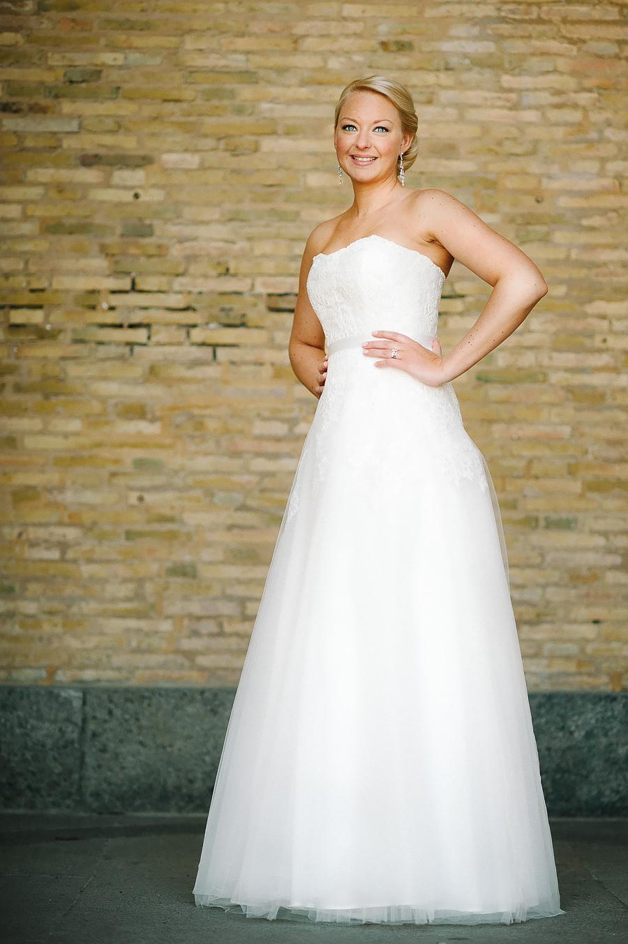 Fotograf Göteborg - bröllopsporträtt vid Konstmuseet - bruden i brudklänning