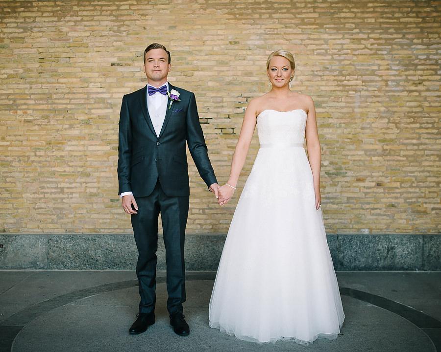 Bröllopsfotograf Göteborg - bröllopsporträtt på brudparet vid Konstmuseet