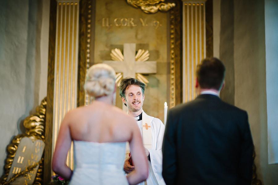 Bröllopsfotograf Örgryte, vigsel i Örgryte Gamla Kyrka