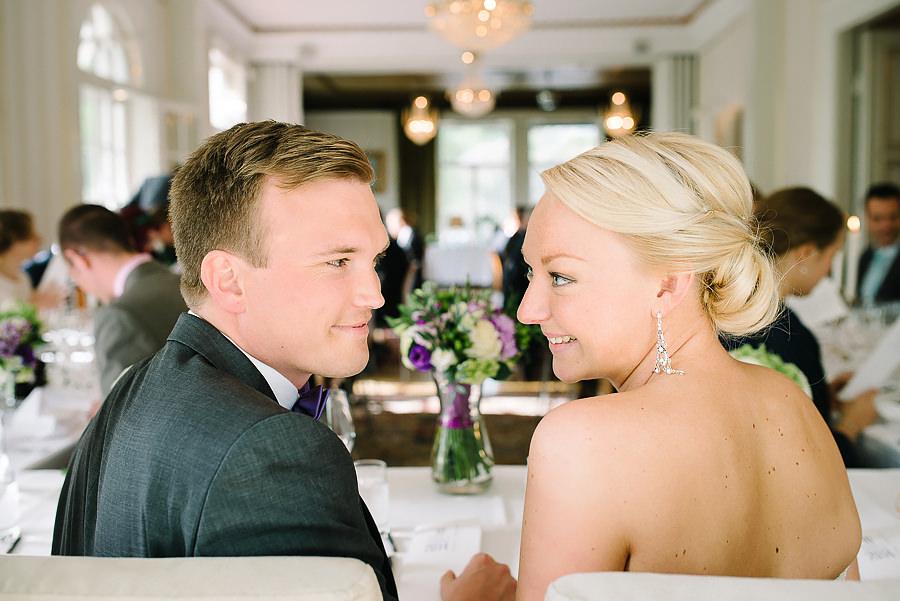Bröllop på Villa Odinslund - brudparet vid bordet