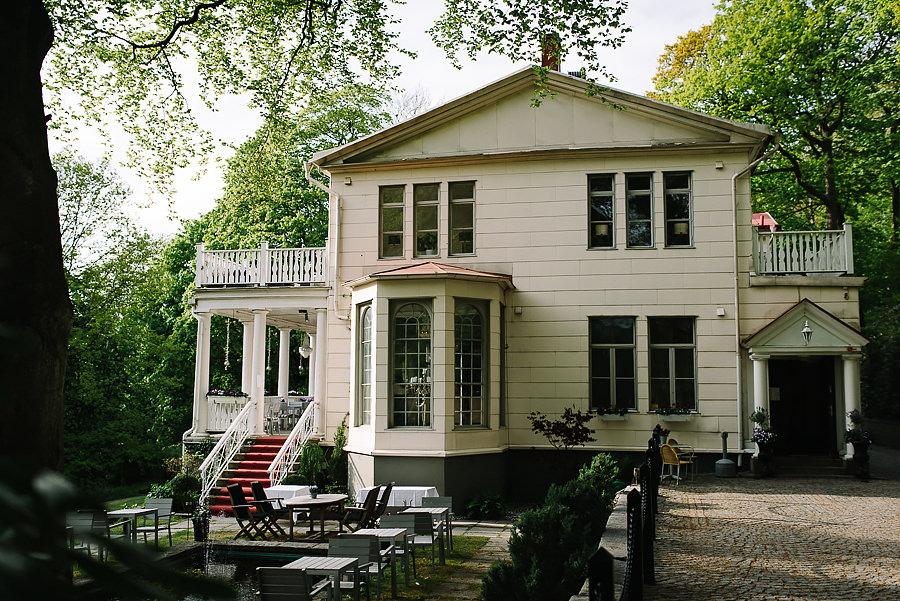 Bröllopsfotograf Villa Odinslund - kvällsexteriör