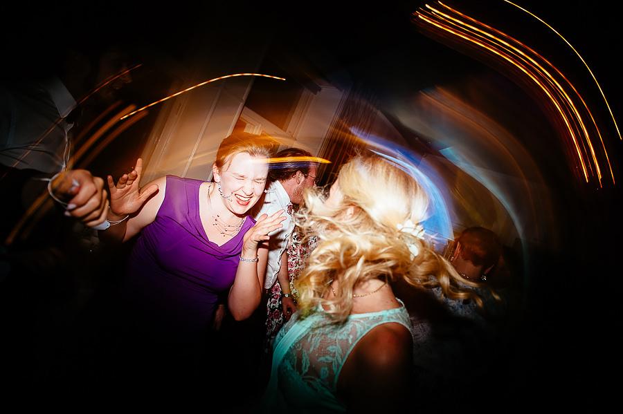 Bröllopsfotograf Villa Odinslund - dans och fest till liveband