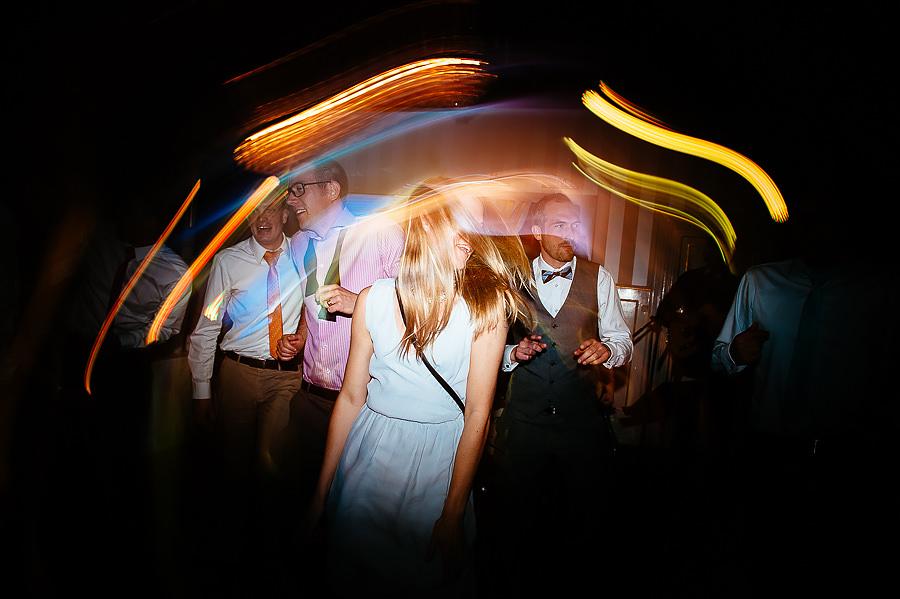 Bröllopsfotograf Villa Odinslund - party på dansgolvet