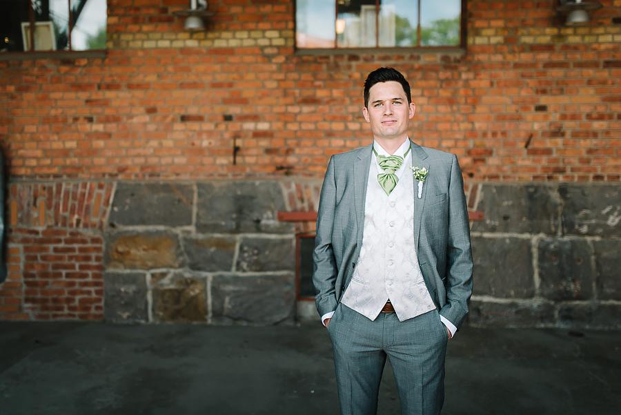 Bröllopsfotograf Nääs Fabriker och Tollered Sjölyckan - bröllopsporträtt brudgumm