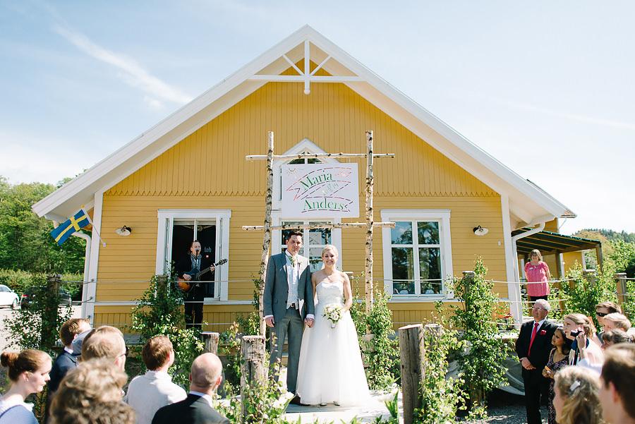 Bröllop på Sjölyckan, Tollered nära Nääs Fabriker. Vigseln med brudparet och gästerna.