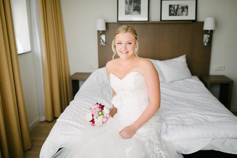 Västkustbröllop - förberedelser på hotellet med bruden