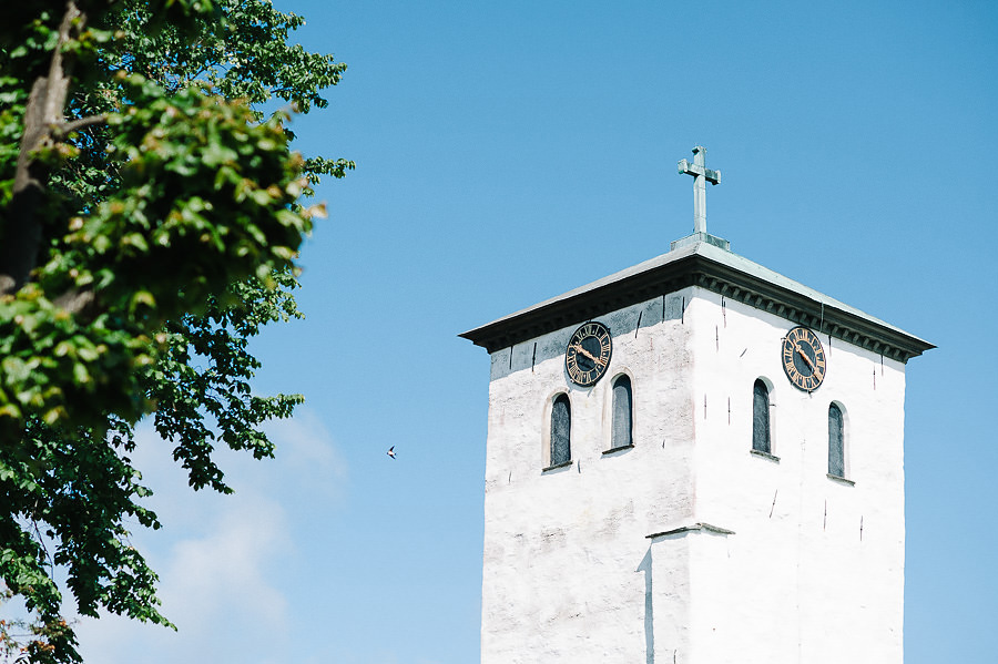 Saltstänkt bröllop på Marstrand - Miljöbild kyrkan