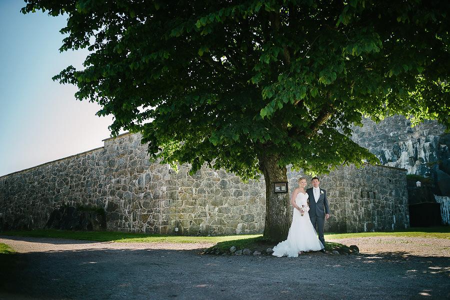 Bröllopsporträtt i hitorisk miljö vid Marstrands fästning