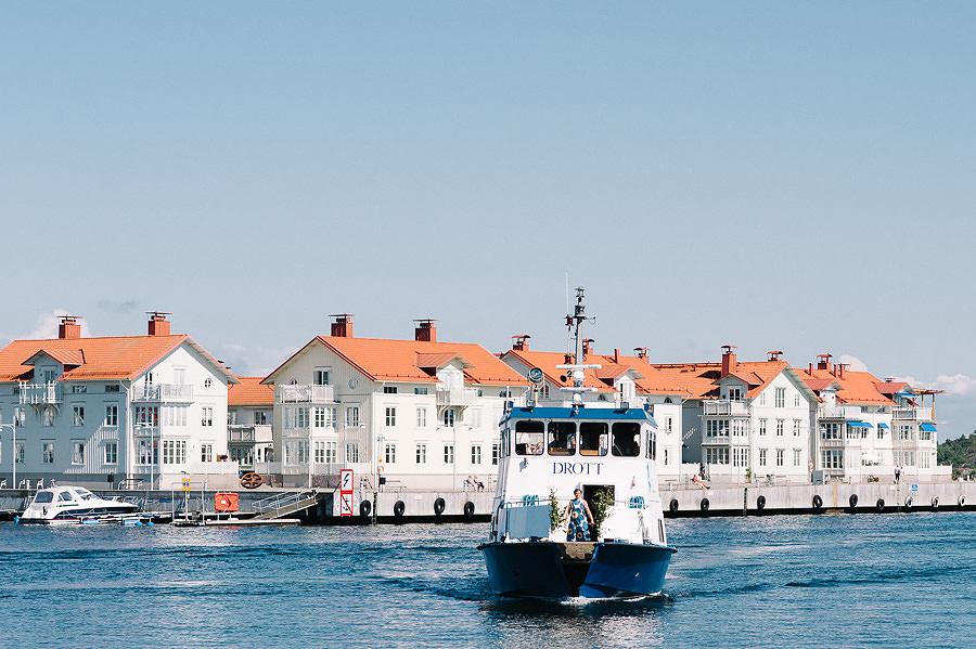 Saltstänkt bröllop på Marstrand - vi hämtas med båt