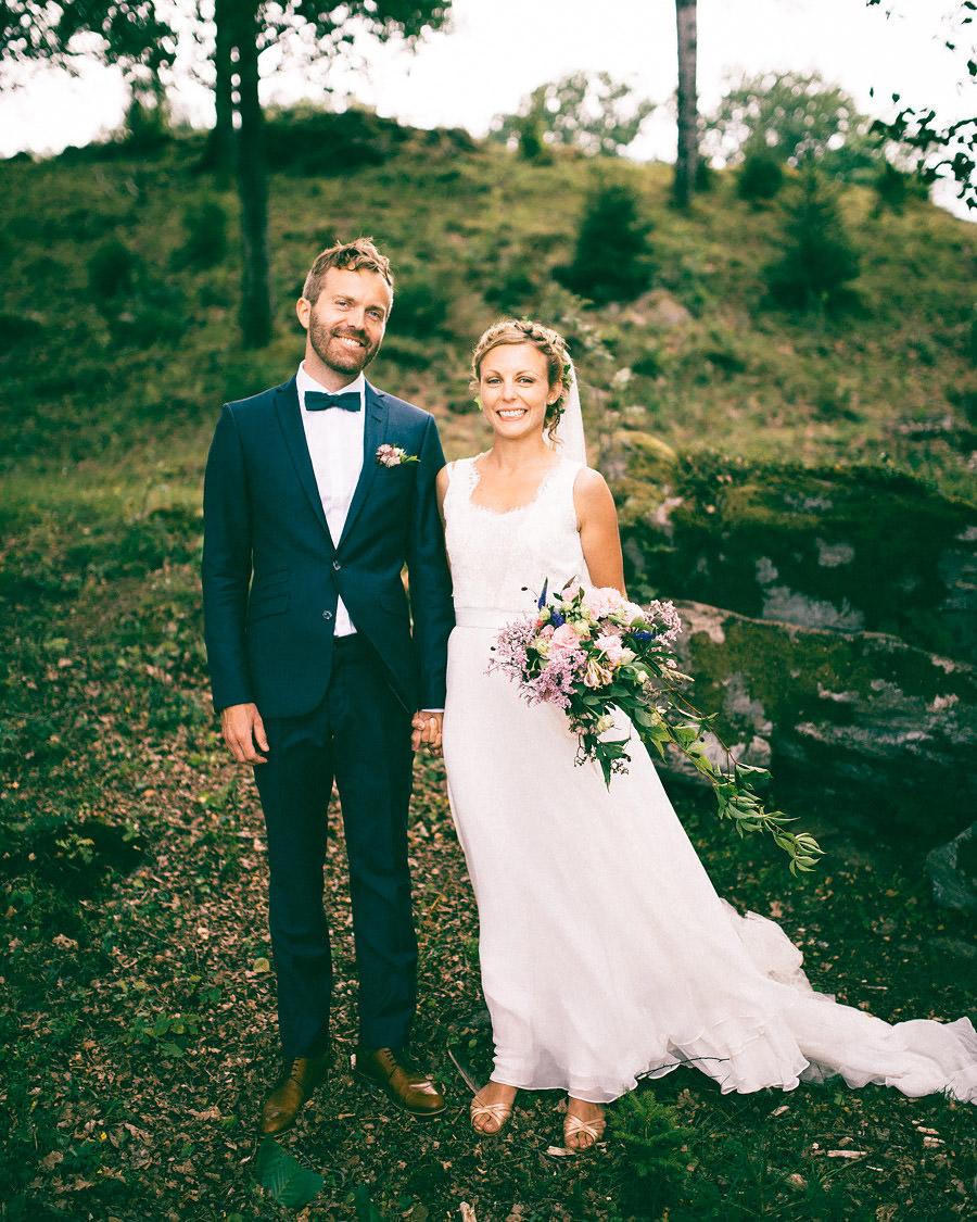 Bröllop vid Viaredssjön, Borås. Porträtt på brudparet.