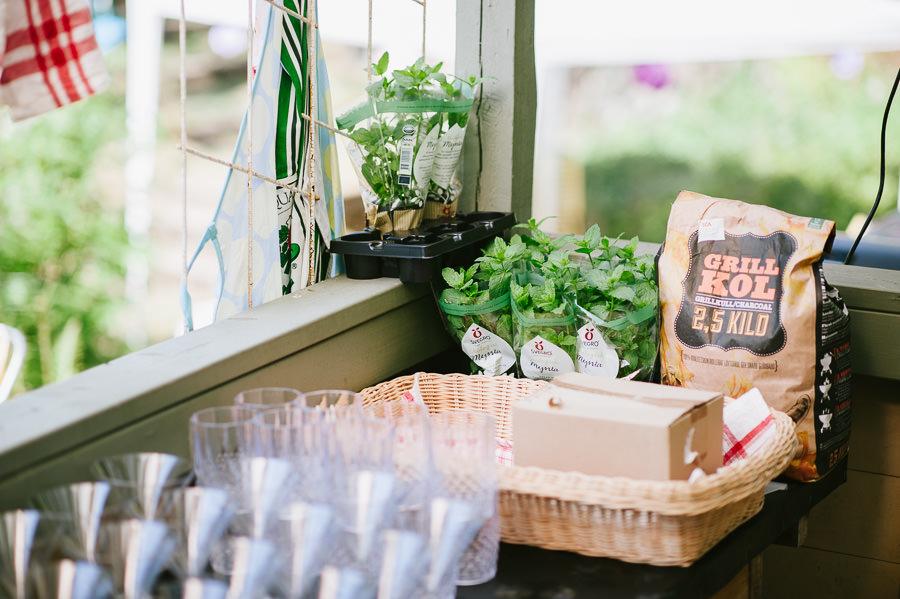 bröllop i sommarstuga - förberedelse baren