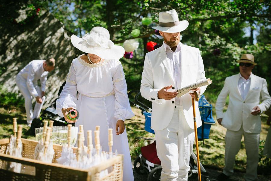 DIY bröllop i skogen - klädkod vit 20-tal