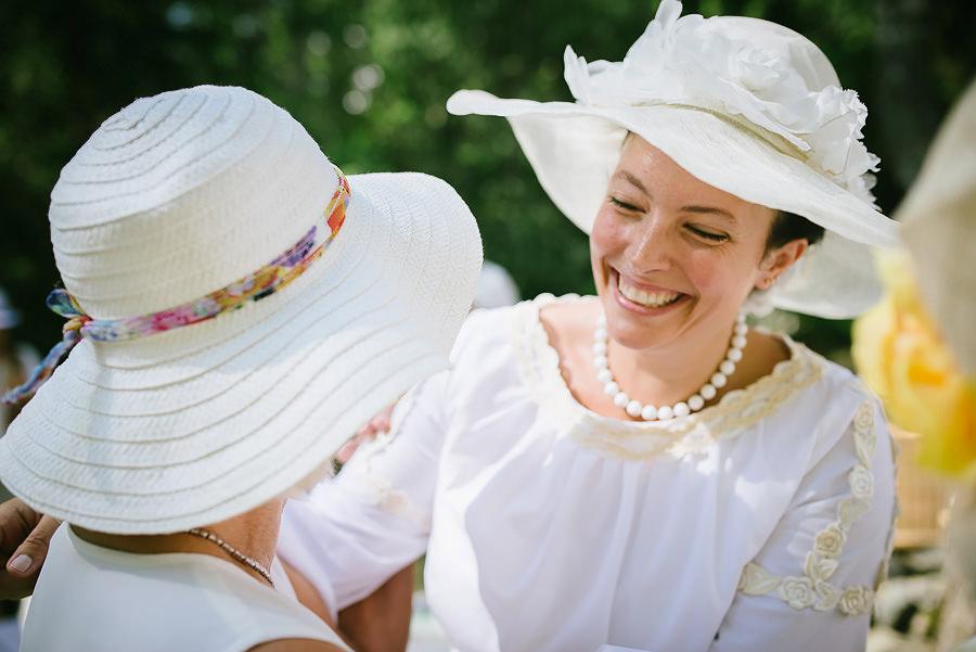 DIY bröllop i lantmijö - gästerna gratulerar