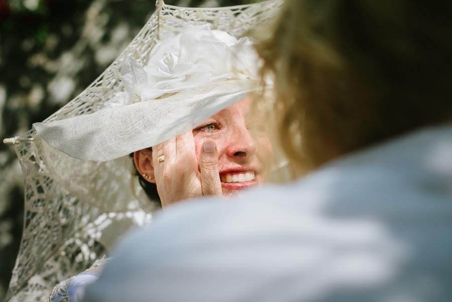 augustibröllop i trädgården - gratulationer