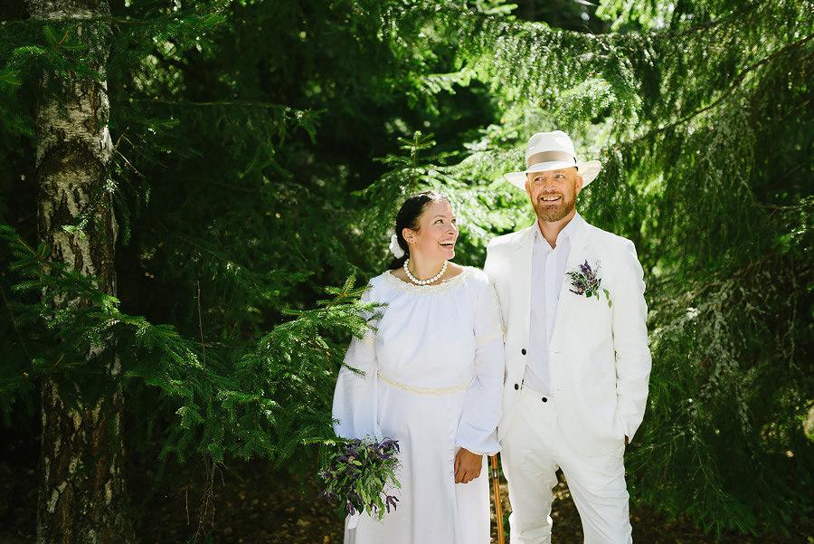 bröllopsporträtt i skogen - gran