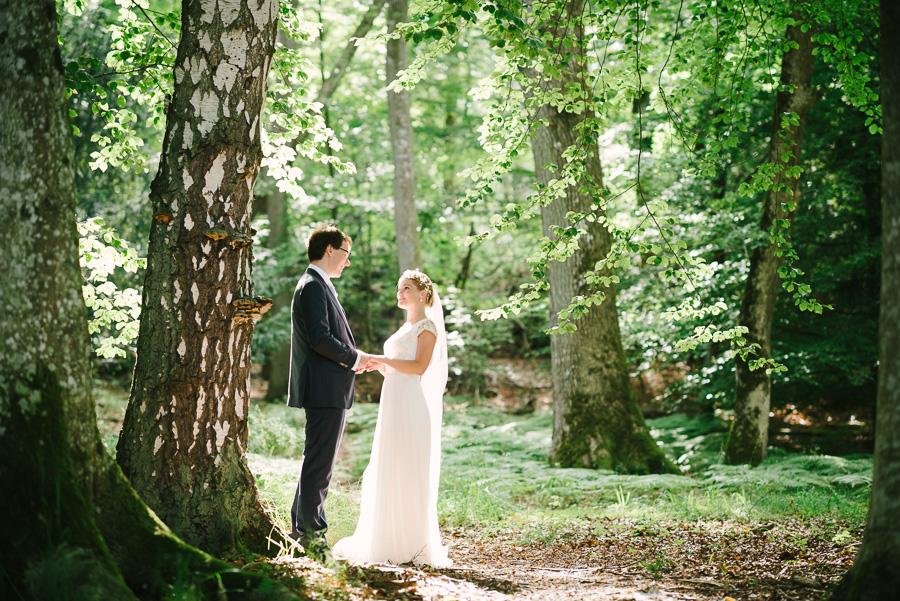 Bröllop i naturen. porträtt i skogen, Särö Västerskog