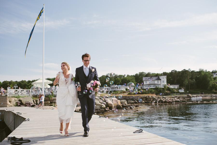 bröllopsfotograf Särö brudparet på bryggan