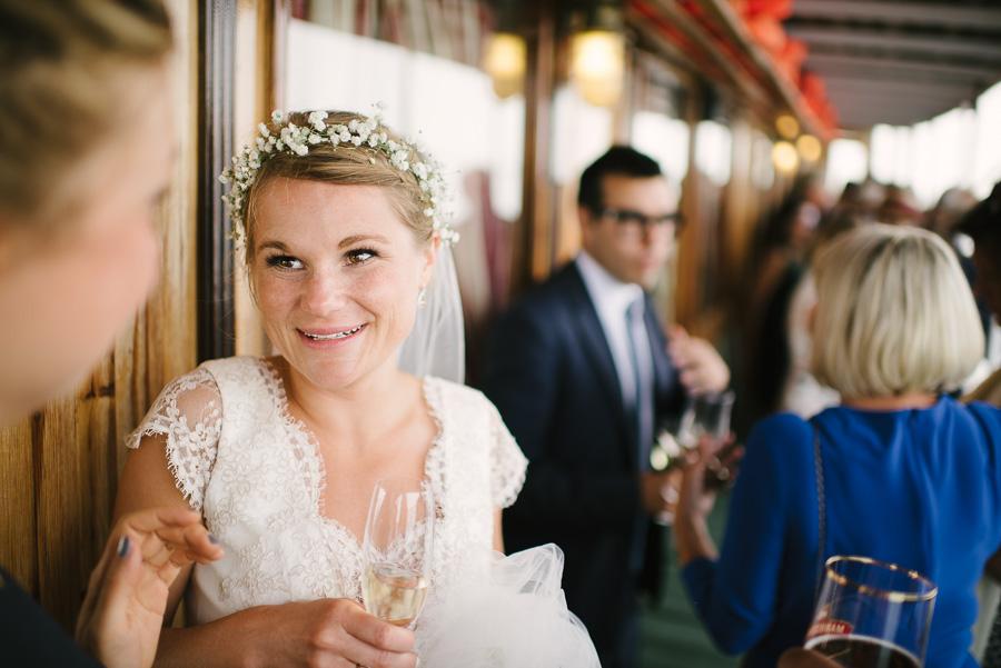 bruden ombord båt vid bröllop i Särö
