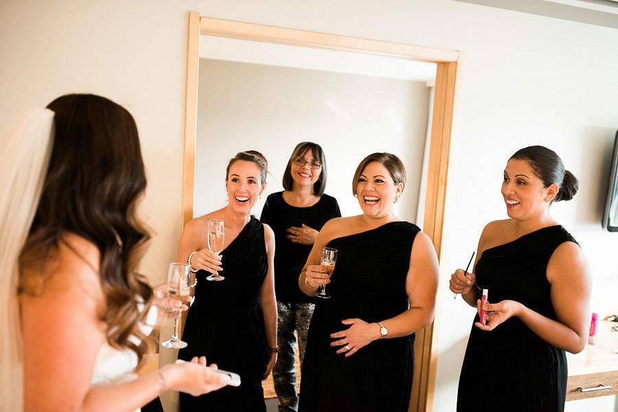 bröllopsförberedelser på hotellet - brudtärnor